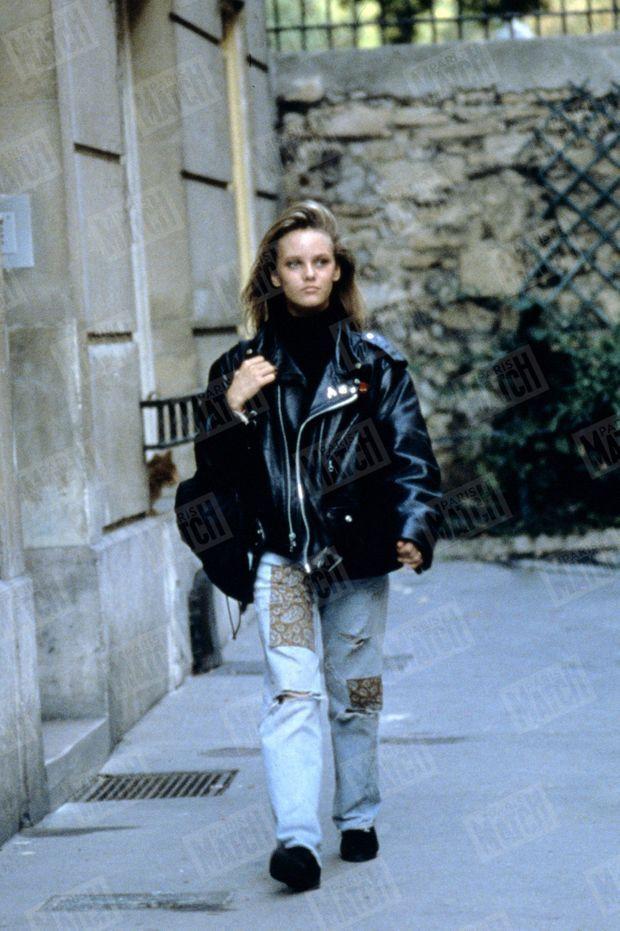 """""""On peut être millionnaire en disques et entrer en seconde. Vanessa, 14 ans, n'échappe pas à la rentrée des classes."""" - Paris Match n°2004, 23 octobre 1987"""