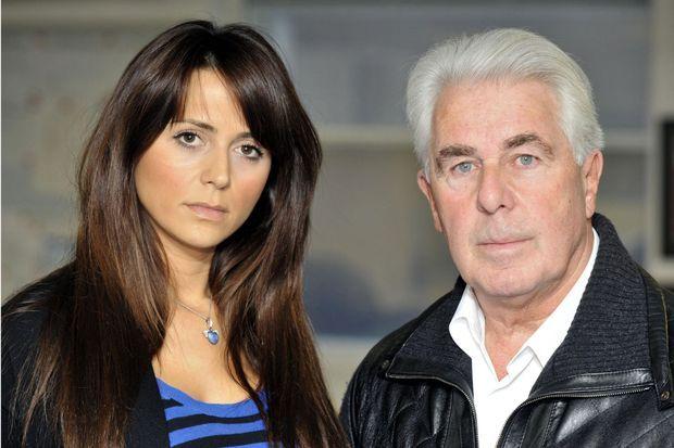Max Clifford en 2010 avec une de ses clientes, Vanessa Perroncel. La liaison de la jeune femme, ex-épouse de Wayne Bridge, avec son coéquipier John Terry avait provoqué le scandale outre-Manche.