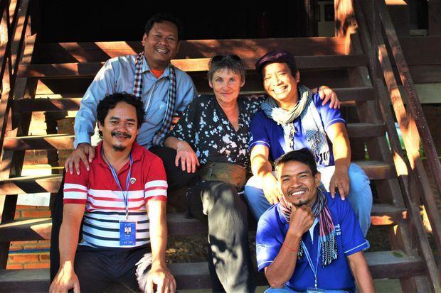 Vingt-cinq ans après, Véronique Decrop et les quatre cofondateurs de l'école, fiers et soudés.