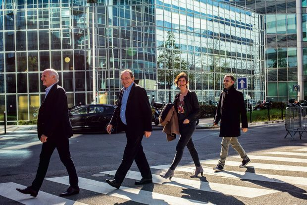 Vers 15 heures, après le déjeuner. De g. à dr. : le rédacteur en chef adjoint JeanChristophe Geffard, Jean-Pierre Pernaut, la journaliste Dominique Lagrou Sempere et Mehdi Chebana, le bras droit de Jean-Pierre.
