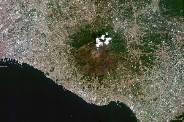 Un cliché du Vésuve, en Italie, pris le 19 août par le satellite Venus, récemment mis en orbite. Ce satellite permet, sur 110 sites situés sur toute la planète, d'observer la végétation tous les deux jours.