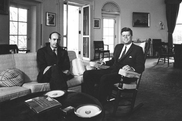Valéry Giscard d'Estaing dans le bureau ovale, avec John F. Kennedy, le 20 juillet 1962.