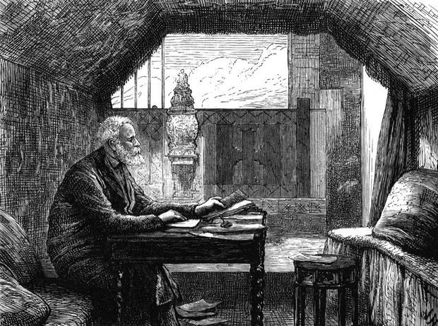 Victor Hugo écrivant dans son étude à Hauteville.