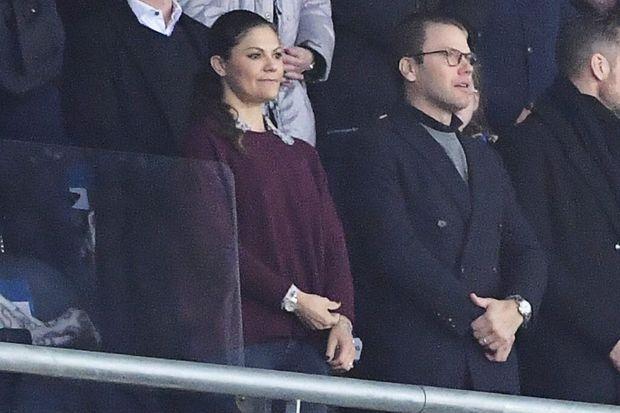 La princesse Victoria de Suède et le prince Daniel au stade de Solna, le 10 novembre 2017