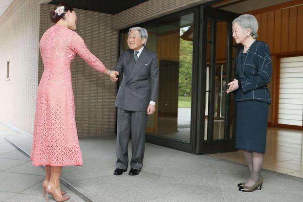La princesse Victoria de Suède accueillie au Palais impérial à Tokyo par l'empereur Akihito du Japon et l'impératrice Michiko, le 18 avril 2017
