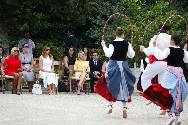 Brigitte Macron, Melania Trump et l'épouse de Donald Tusk, Malgorzata Tusk, dimanche à la villa Arnaga, à Cambo-les-Bains.