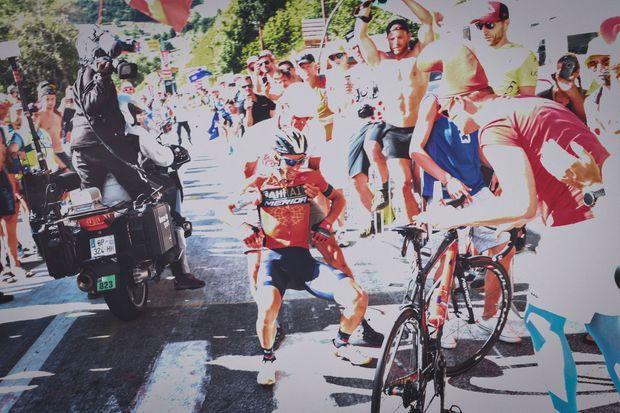 Vincenzo Nibali après sa chute dans la confusion, jeudi, à 4 km de l'arrivée du Tour à l'Alpe d'Huez.