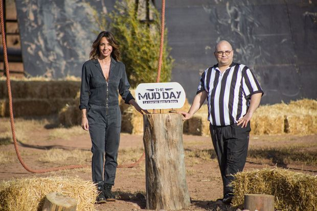 """Virginie Guilhaume et Yoann Riou pour """"The Mud Day, la course dans la boue""""."""