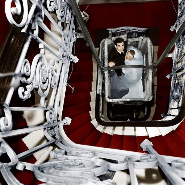 Photo prise lors du mariage de Roger Vadim et Brigitte Bardot au domicile de ses parents, 1 rue de la Pompe, dans le XVIe arrondissement de Paris.