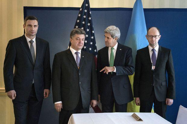 Le 1er février dernier, John Kerry rencontrait Vitali Klitschko, Petro Porochenko et Arseni Iatseniouk.