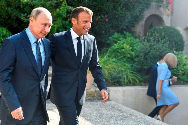 Vladimir Poutine et Emmanuel Macron au fort de Brégançon, lundi.