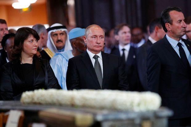 Vladimir Poutine pendant la messe solennelle à Saint-Sulpice, lundi.