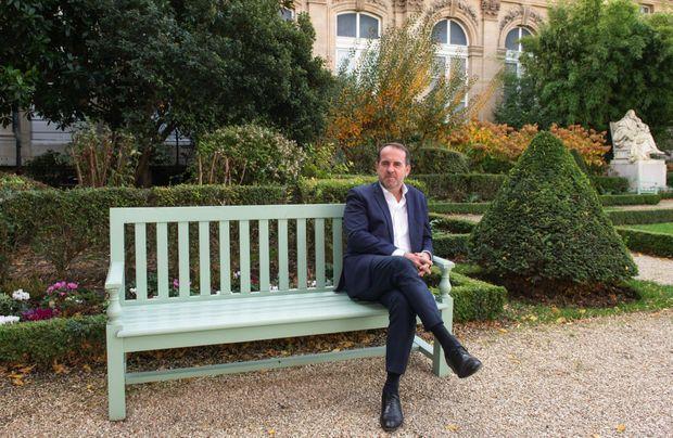 Volontaire pour le test, Hervé Saulignac, élu socialiste de l'Ardèche, dans les jardins de l'Assemblée nationale, le 3 novembre.