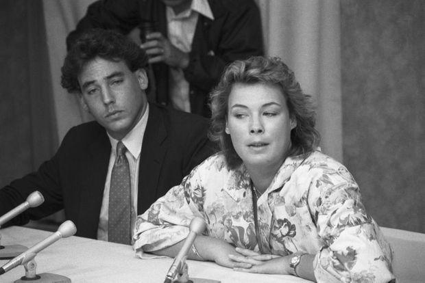 Annie-Laurie Kneissl et Alexander Von Auersperg, les enfants du premier mariage de Sunny Von Bulow, lors d'une conférence de presse donnée suite à l'acquittement de leur beau-père, Claus, en juin 1985.