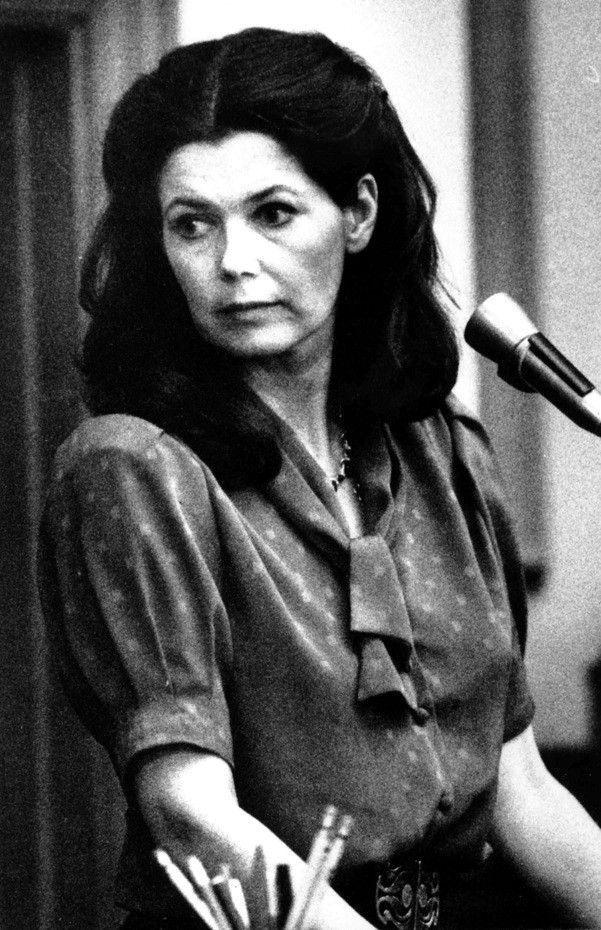 Alexandra Isles, témoignant contre son ancien amant Claus von Bulow, lors du second procès en mai 1985.