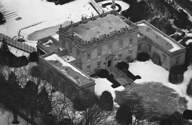 Copie d'une demeure XVIIIe siècle, Clarendon Court a été construite en 1904 par un magnat de l'industrie sucrière.
