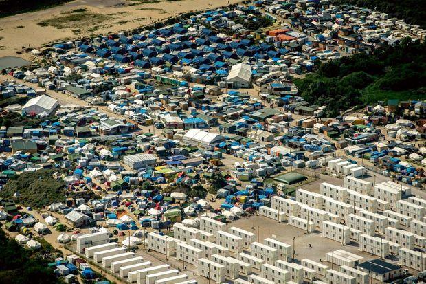 Vue aérienne de la « jungle » de Calais.