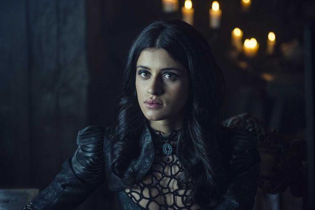 La sorcière Yennefer (Anya Chalotra).