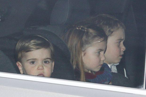 Louis, Charlotte et George de Cambridge en voiture avec leurs parents à Londres le 18 décembre 2019