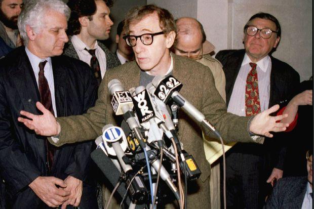 Mia Farrow et Woody Allen en 1993, après que l'actrice a obtenu la garde de leurs enfants.