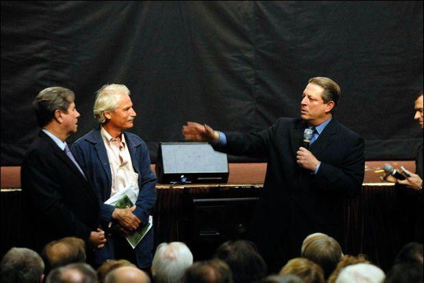Paris, 2006. « YAB » avec Al Gore à l'Assemblée nationale. « J'étais convaincu que nous allions changer le monde. Et nous n'avons rien changé… »