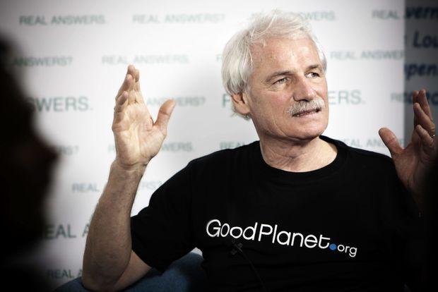 Yann Arthus-Bertrand en pleine présentation de son projet de film « Sept milliards d'autres » lors de la COP15, le 11 décembre 2009 à Copenhague