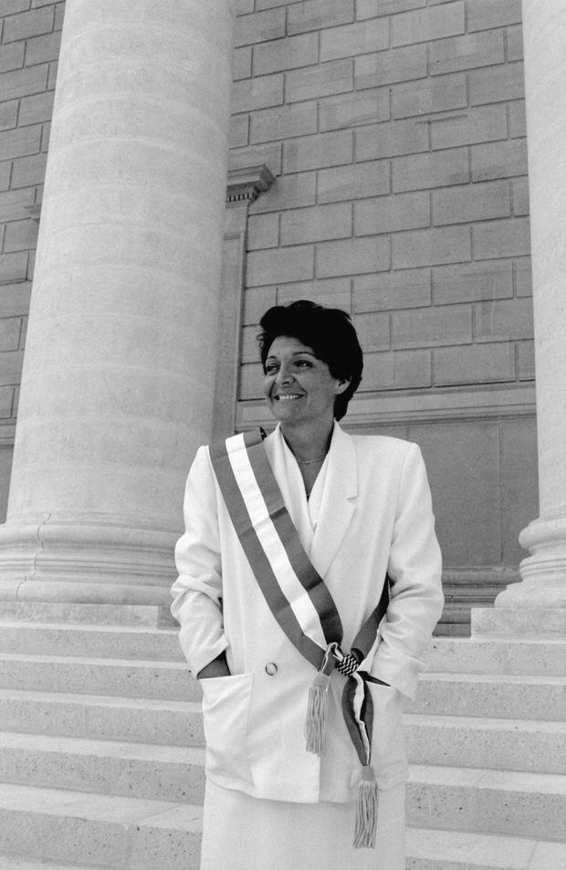 Yann Piat, deputé du front nationale, devant la mairie Hyères dans le Var, le 27 juin 1988.