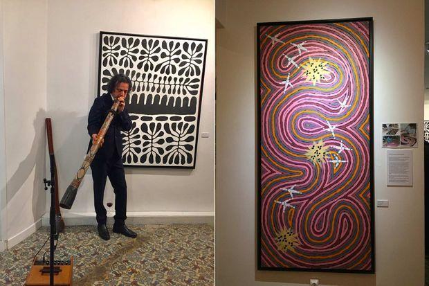 «Yapa Dreaming, rêve aborigène», à la galerie Gare de Marlon. Le collectionneur et musicien Morteza Esmaïli joue de l'idaki, le cor aborigène.