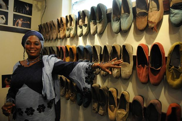 Yeni Kuti, la fille de Fela révèle la collection de chaussures de son père exposées au Kalakuta Museum, ouvert en 2012 à Lagos, Nigeria.