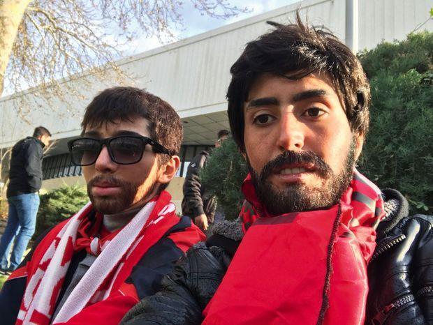 Zeinab métamorphosées en hommes au stade.