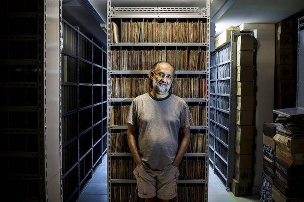 Zero Freitas Depuis peu, il s'est résolu à ranger sa collection dans une discothèque plutôt qu'à l'entasser dans un entrepôt.