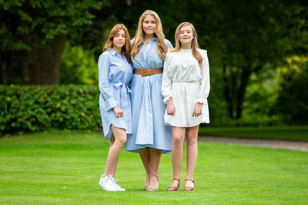 Les princesses Alexia, Catharina-Amalia et Ariane dans les jardins du palais Huis ten Bosch à La Haye, le 17 juillet 2020