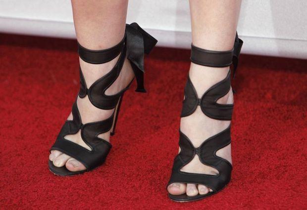 zoom sur les chaussures d'anna kendrick-