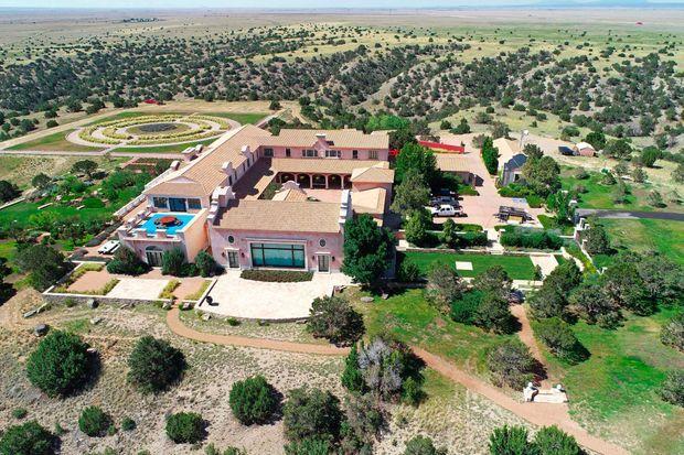 Le Zorro Ranch, au Nouveau-Mexique, aurait dû servir de centre d'insémination, selon les projets de Jeffrey Epstein.