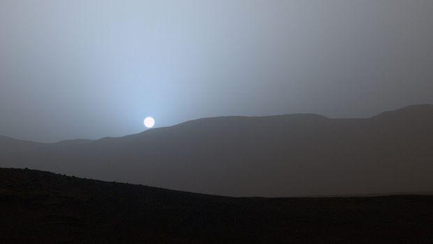 Coucher de soleil sur Mars... la planète bleue.