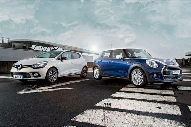 Deux voitures ouvertes à toute proposition