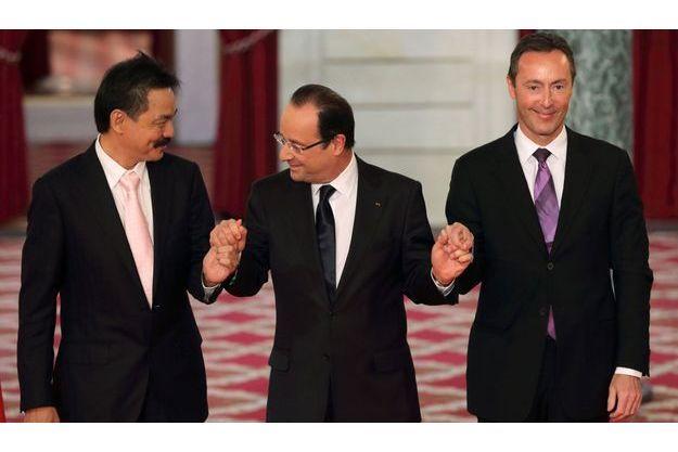 Rusdi Kirana, PDG de Lion Air, avec François Hollande et Fabrice Brégier, PDG d'Airbus.
