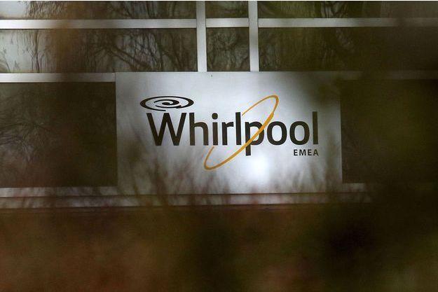 Devant l'usine Whirlpool d'Amiens, mardi.
