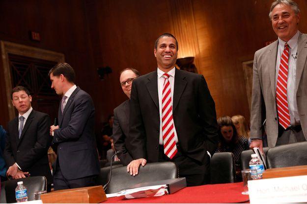 Ajit Pai (au centre), nommé par Donald Trump à la tête de la FCC, ici le 20 juin dernier au Capitole.