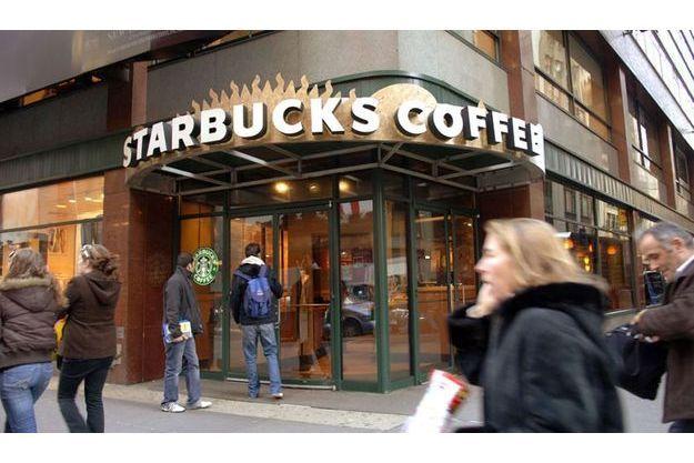 La frénétique expansion de Starbucks a été stoppée net. Tandis que McDonald's va ouvrir 1 200 restaurants rien qu'en Europe.