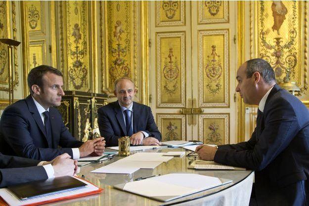 Laurent Berger, secrétaire général de la CFDT (à droite), reçu à l'Elysée par Emmanuel Macron et Pierre-André Imbert, conseiller social du président.