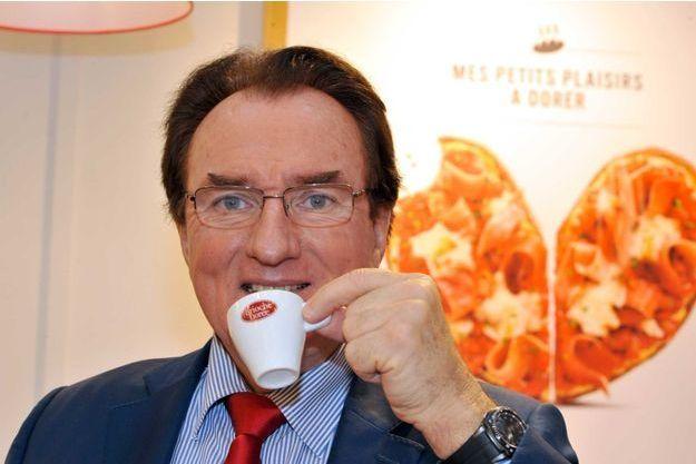 Ex-prof d'économie devenu P-DG, Louis Le Duff, 70 ans, règne sur un empire de 2 milliards d'euros.