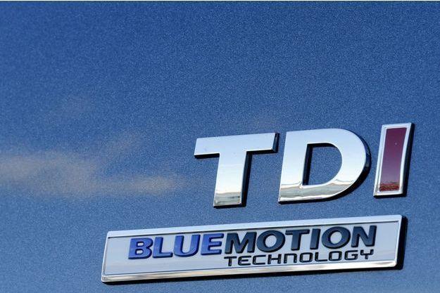 Un logo TDI, le nom commercial des moteurs diesel de Volkswagen.