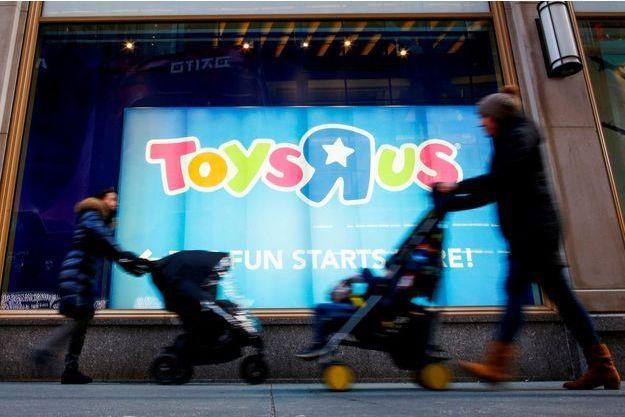 Devant le magasin Toys'R'Us de Times Square, à New York.