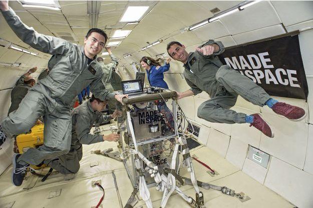 L'équipe de Made In Space en plein vol parabolique pour des tests en apesanteur, en 2013.  Le 23septembre dernier, la première imprimante 3D a été envoyée sur la Station spatiale internationale.