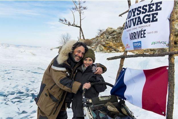 Nicolas et Côme, devant la bannière d'arrivée de l'Odyssée Sauvage.