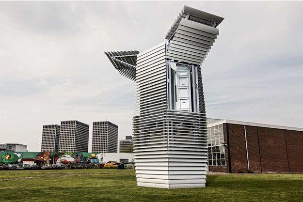 La tour écologique conçue par Daan Roosegaarde. Le smog free tower absorbe 30000m3 d'air par heure.