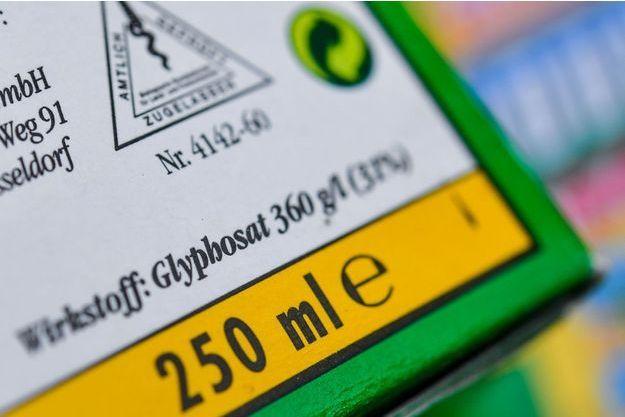 Emballage d'un produit contenant du glyphosate.