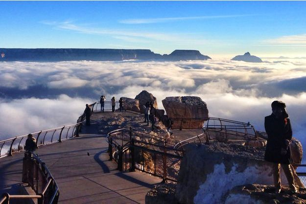 La mer de nuages surplombe le grand Canyon.
