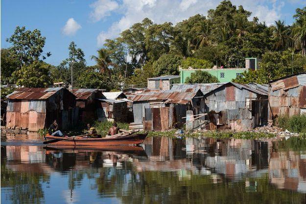 La Barquita, quartier pauvre de l'Est de Saint Domingue, situé le long du fleuve Ozama